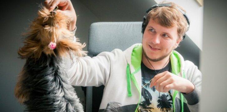 Programuotojams Lietuvoje padeda dirbti ir šunys