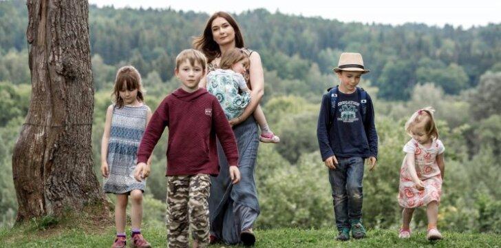 7 vaikų mama Sabina Daukantaitė: saldainių ir dovanų vaikams už perskaitytas knygas niekada nežadu