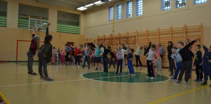 Bubių mokykloje vyko pradinių klasių mokinių šeimų sporto šventė