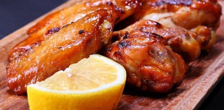 Vištienos sparneliai su saldžiu citrininiu padažu