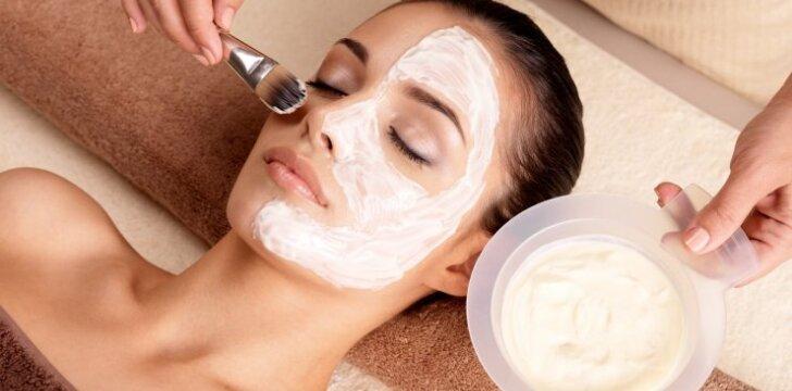 Veido kaukės ir šveitikliai - kaip ir kokių pasigaminti namuose?