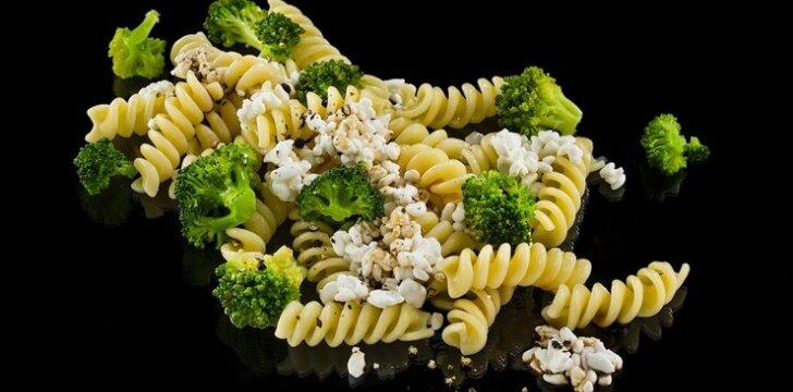Makaronai su brokoliais ir grūdėta varške