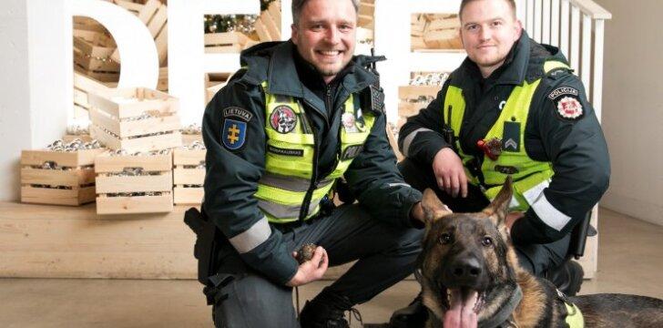 Delfi redakcijoje lankosi pareigūnai ir tarnybinis šuo Echo
