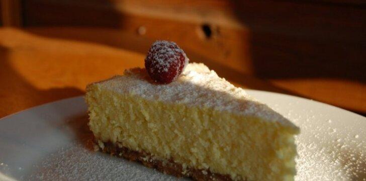 Varškės pyragas su agrastų džemu