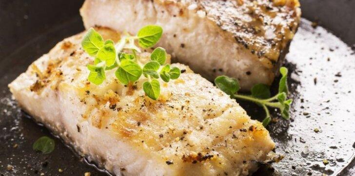 Žuvis, troškinta svieste