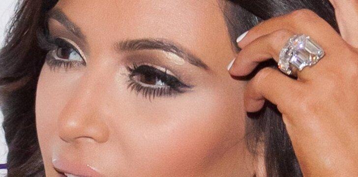 Kim Kardashian nusprendė iš buvusio vyro išsipirkti 2 milijonus dolerių kainavusį sužadėtuvių žiedą.