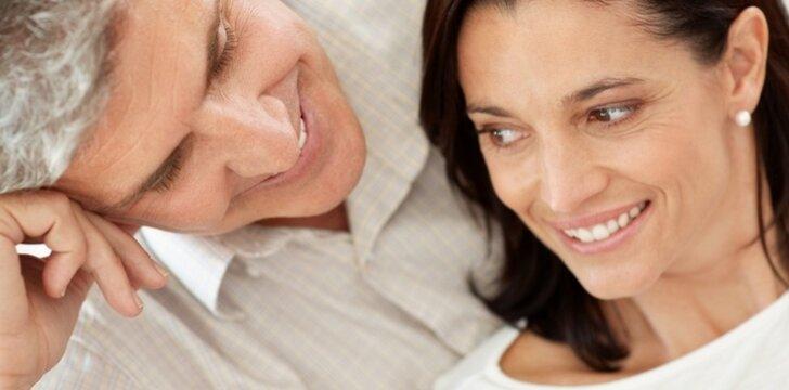 Vyras moters bruožus pradeda pastebėti tik geriau ją pažinęs.