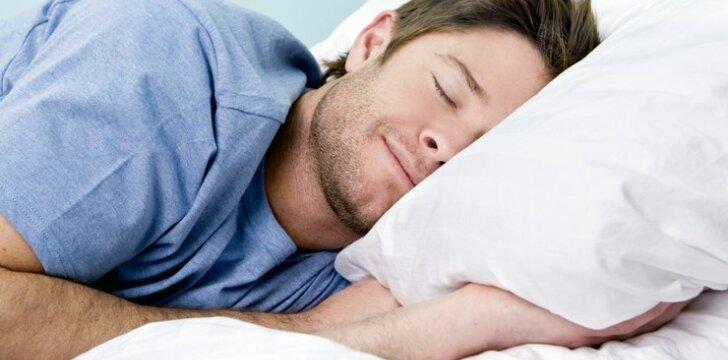 "Ką išduoda vyro <span style=""color: #ff0000;"">miegojimo poza</span>?"