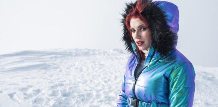 """Monika Pundziūtė-Monique naujame muzikiniame video klipe """"Nenoriu grįžt namo"""" ryškiai švietė net kalnuose"""