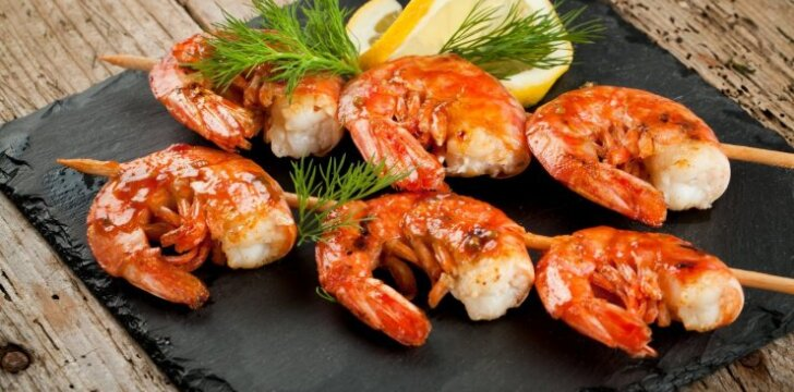 Kaip iškepti tobulai skanias krevetes ant grilio?