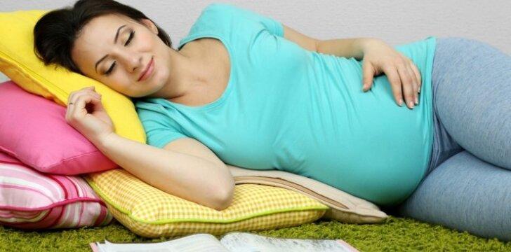 Nėščioji knarkia: priežastys ir pagalba
