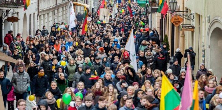 """Vasario 16-ąją Vilniuje – 1000 moksleivių eisena """"Lietuvos valstybės keliu"""""""