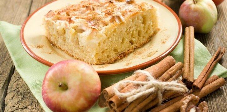 Kvepia rudeniu: mielinis pyragas su obuoliais