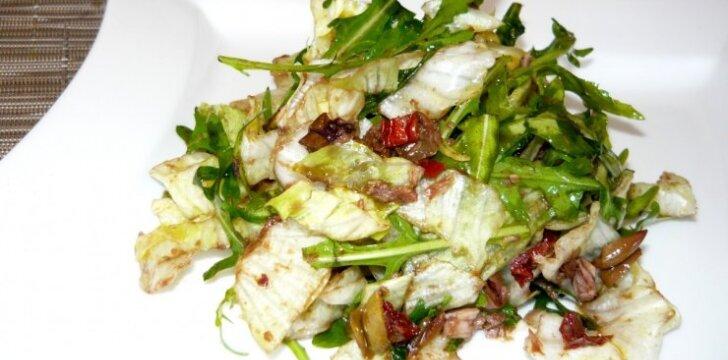 Itališkos salotos su džiovintais pomidorais