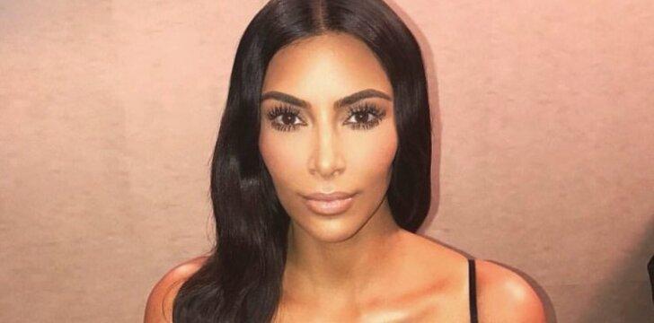 Beskonybės viršūne išvadinta Kim Kardashian suknelė dabar - stiliaus idealas