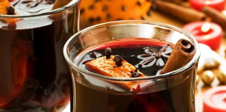 Raudonasis karštas vynas su citrina ir konjaku