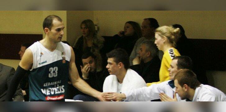 """Rolandas Alijevas ir """"Nevėžio"""" krepšininkai"""