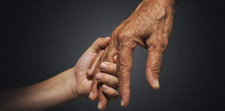Skaitykite apie neeilinę 11-mečio berniuko ir 104 m. moters draugystę