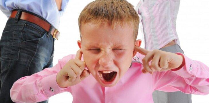 """Kaip iš tiesų jaučiasi vaikas, kai skiriasi jo tėvai? <span style=""""color: #ff0000;""""><sup>Psichologės patarimai</sup></span>"""