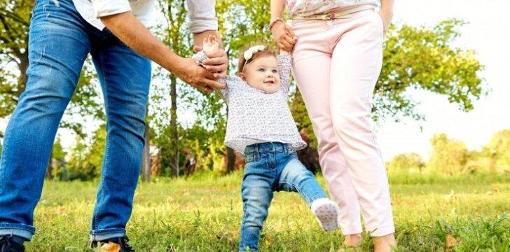 Pirmieji vaiko žingsniai: tik nedarykite šios meškos paslaugos