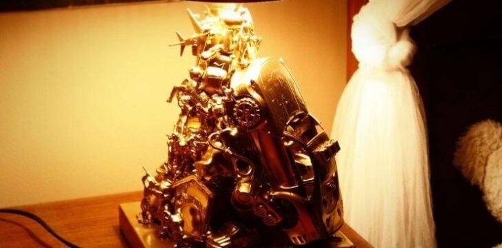<span><span>Darau pats:</span></span> originalus šviestuvas iš senų žaislų