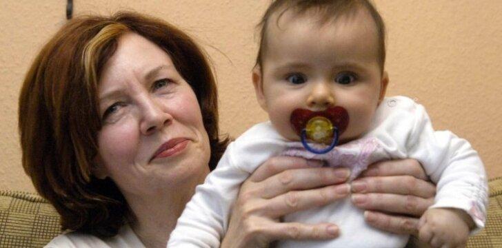Kaip šiandien gyvena vyriausia pasaulyje ketvertuko motina, juos pagimdžiusi 65 metų