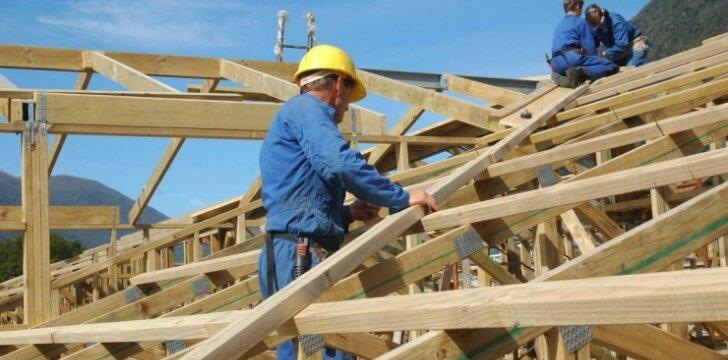 Skaitytojo klausimas: kaip paruošti ir apsaugoti medieną stogo konstrukcijai?