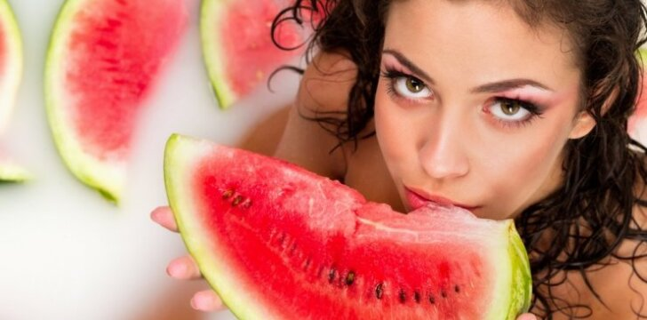 """Maisto produktai, kurie gali <span style=""""color: #ff0000;"""">sužadinti ar nuslopinti jūsų lytinį potraukį</span>"""