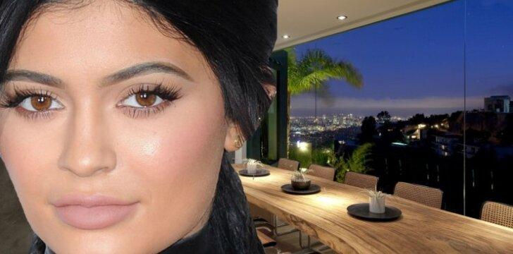 """Kas slepiasi už prabangių <span style=""""color: #c00000;"""">Kim Kardashian sesutės</span> namų durų"""