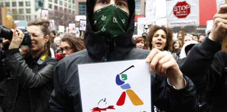 """Gyvūnų teisių ar gamtos išsaugojimo aktyvistai ne tik protestuoja, tačiau imasi """"rimtų"""" veiksmų - turto gadinimo, kelių blokadų"""