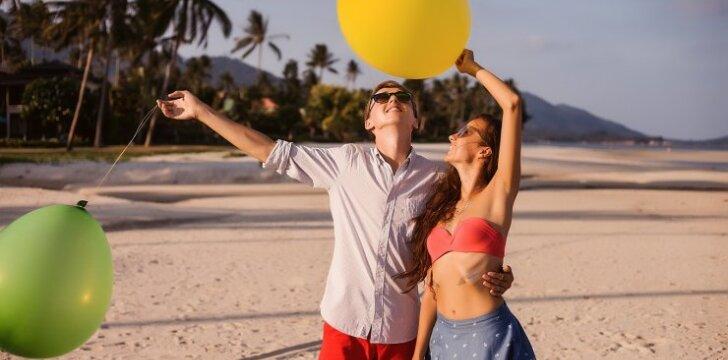 10 dalykų, į kuriuos turėtum atkreipti dėmesį prieš viešindama savo santykius internete