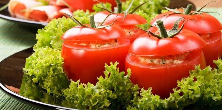 GREITA: kiaušiniu ir sūriu įdaryti pomidorai