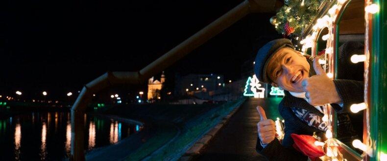 """""""Tele2"""" kalėdinėje reklamoje – į Lietuvą atvykusi """"La Familia"""" ir Saulius Prūsaitis"""