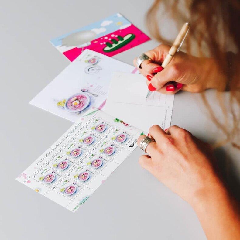 Pašto ženklai ir atvirukai su šaltibarščių atvaizdu