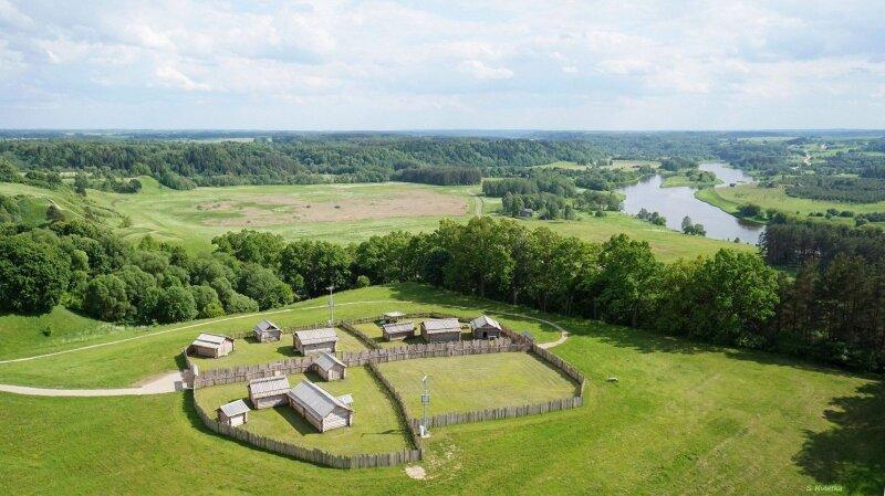 Viduramžių miestelis-muziejus po atviru dangumi – Skansenas
