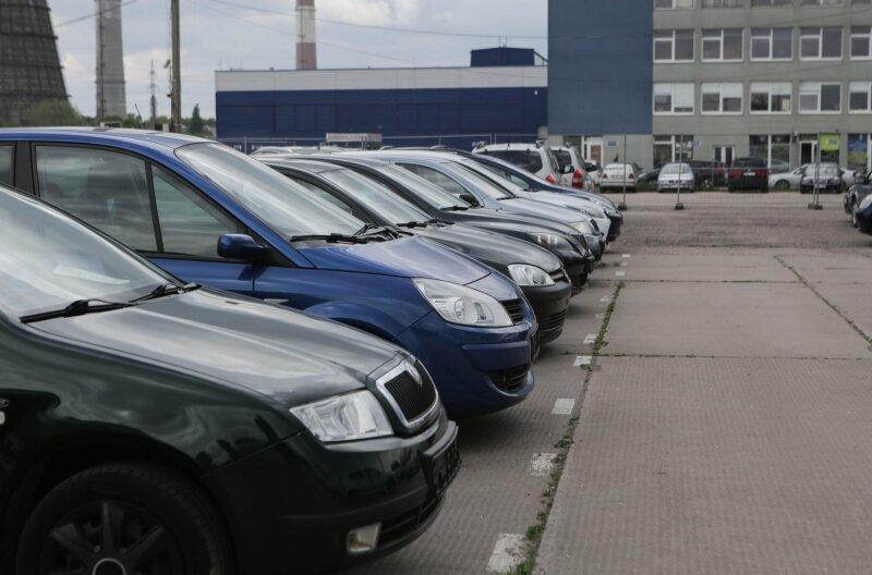 Staigmenų naudotų automobilių pirkėjams nežadama – po karantino kainos neturėtų kisti