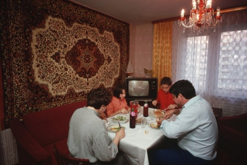 """<span style=""""color: #ff0000;"""">Tada ir dabar</span>. Sovietmečio rojus: nemokamas būstas visiems"""