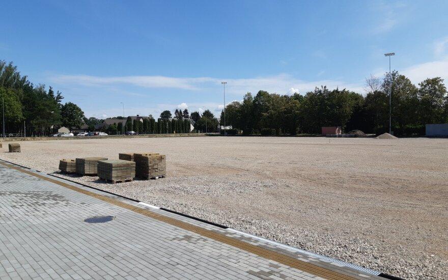 Įrengiama futbolo aikštė Kretingoje