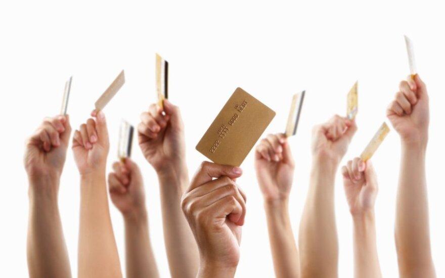 Lietuvoje banko kortelių išduota daugiau nei yra gyventojų
