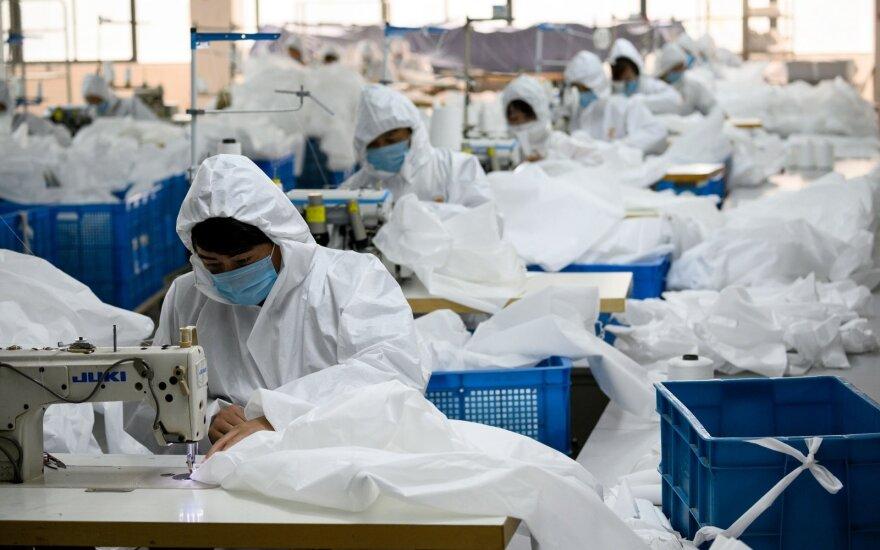 Australijoje dėl koronaviruso panikuojantys pirkėjai iš lentynų iššlavė tualetinį popierių