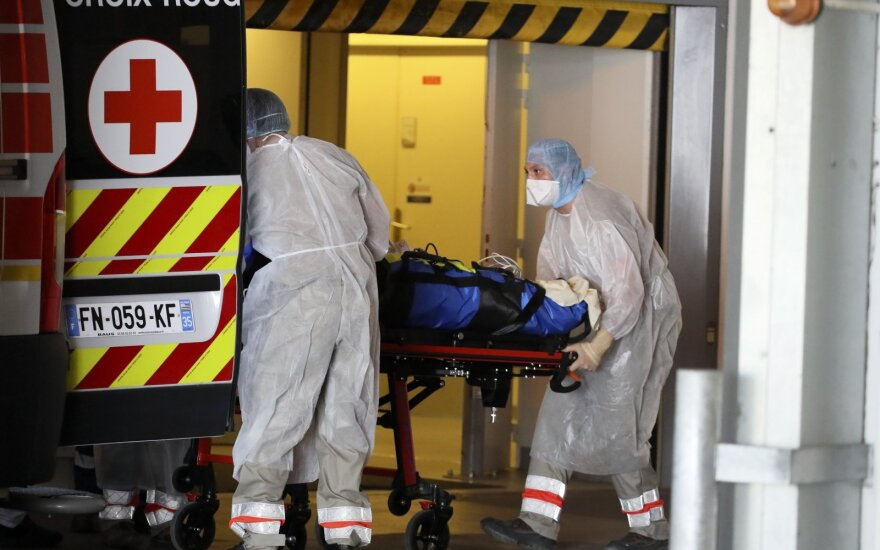 Prancūzija praneša apie 367 mirtis nuo koronaviruso per parą