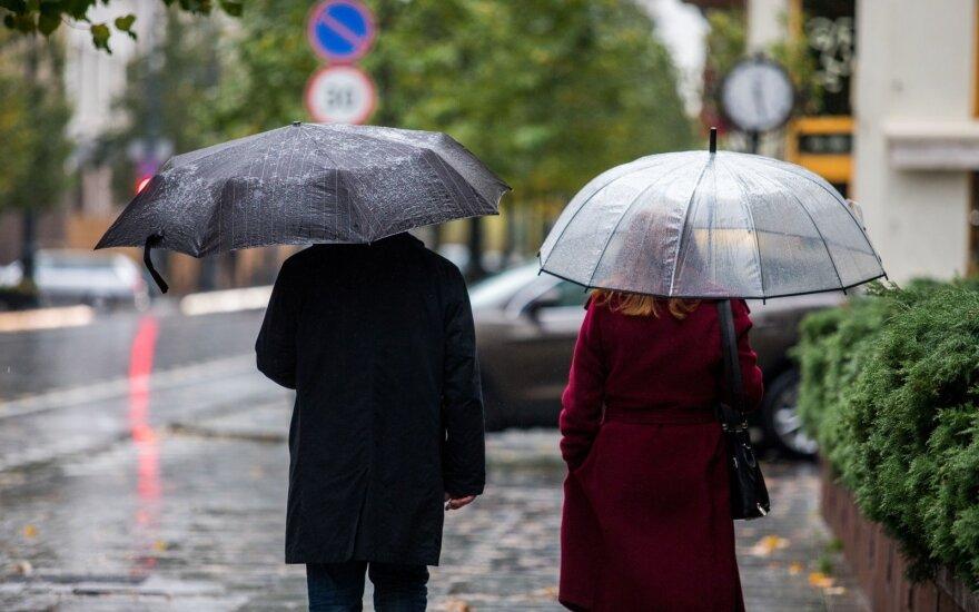 Po šilto savaitgalio – lietus su perkūnija