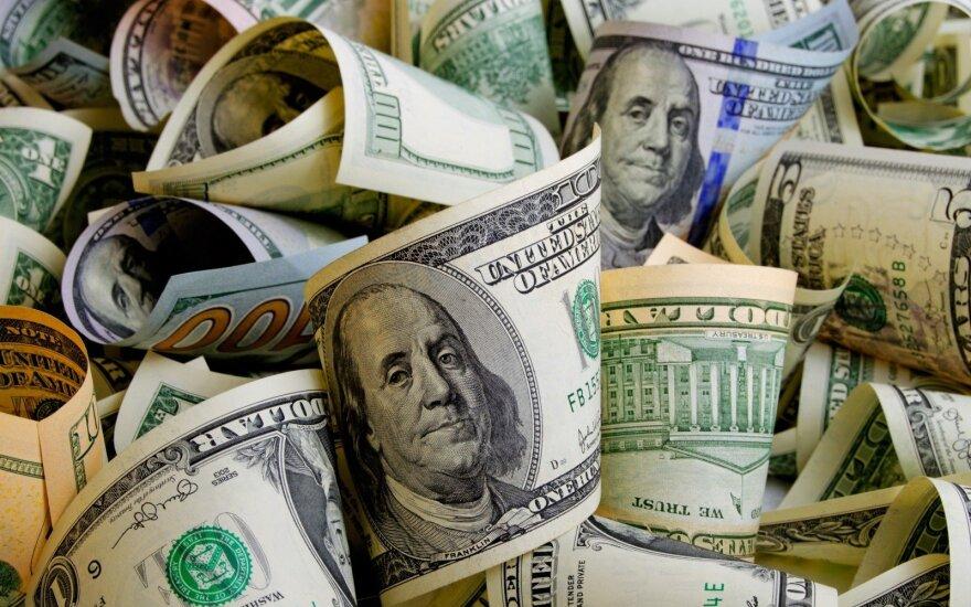 Juodas ketvirtadienis pasaulio turtingiesiems: jų turtas per dieną sumenko 63 mlrd. JAV dolerių