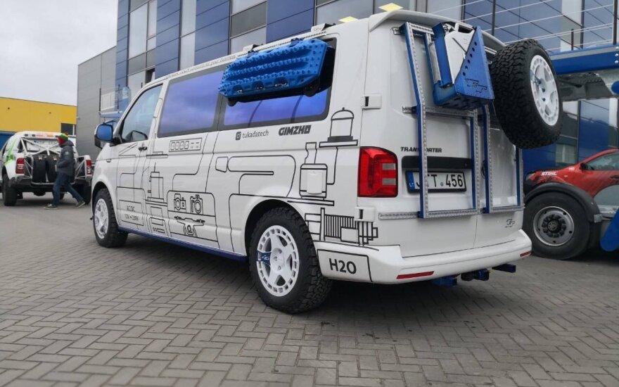 """""""Agrorodeo"""" komanda parengė Dakaro raliui skirtą mikroautobusą"""