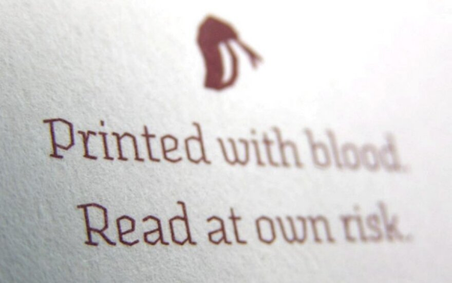 Sukurto šrifto spausdinimui dizaineris naudojo kraują