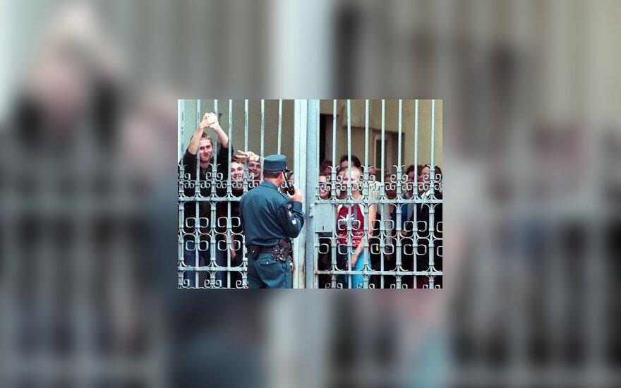 Studentai už vartų