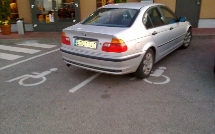 """Kaune, prie """"McDonald's"""" restorano. 2011-07-26"""