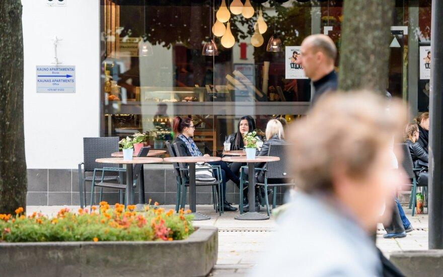 Už alkoholio išsinešimą grės kelių dešimčių eurų bauda