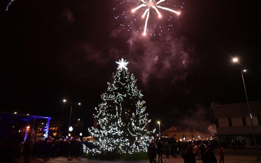 Varėna įžiebė Kalėdų eglę