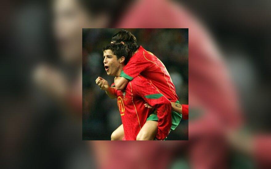 Cristiano Ronaldo ir Maniche džiaugiasi pergale